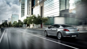 The Peugeot 508 GT going through the city