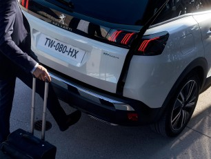 سيارة بيجو المتعدّدة الاستعمالات 3008 HYBRID4